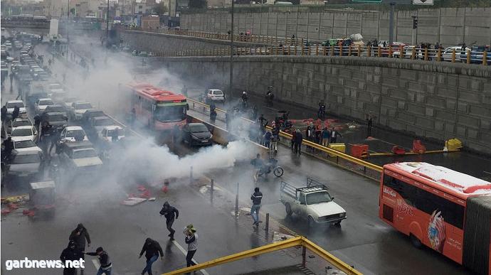 #إیران.. ارتفاع أسعار البنزین یؤجج الانتفاضة الشعبیة