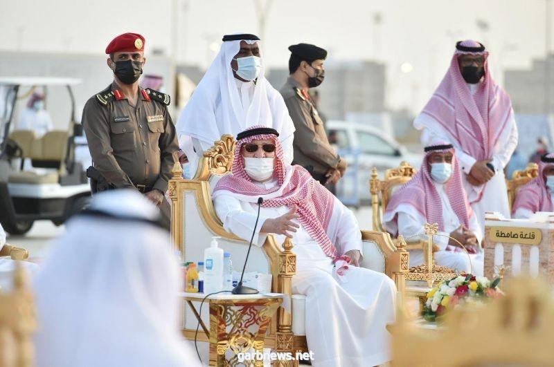 سمو الأمير محمد بن ناصر يلتقي بمشايخ وأهالي محافظة صامطة ويبحث احتياجاتهم الخدمية