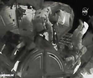 رواد فضاء امريكيين يمشون في الفضاء على متن محطه الفضاء الدوليه