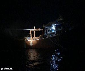 تم تقديم المساعدة لهما وإصلاح العطل ومرافقتهما حتى غادرا إنقاذ قارب كويتي تعطل في عرض البحر وعلى متنه شخصان